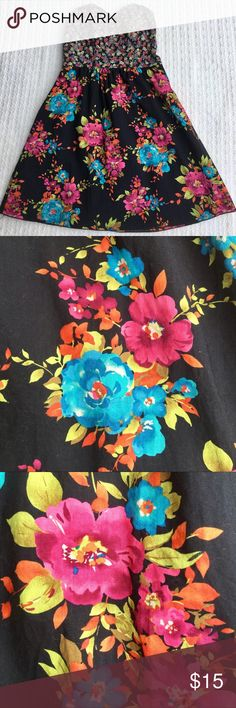 XHILARATION VERSATILE SUNDRESS WITH BLACK LINING ...SUPER CUTE..VERSATILE XHILARATION FLORAL SUNDRESS WITH BLACK LINING.Multicolored: rose, cranberry, blue, yellow, light green, burnt orange, white, violet..all on a black background. The colors blend beautifully together. Stretch back tightens up the dress to fit your size chest( pic # 8). My daughter loved this dress, you can dress it up with heels or dress down with flip flops..go from day to night with some quick changes. Stored in a…