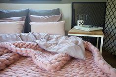 sesja zdjęciowa   toto design Merino Wool Blanket, Plaid, Knitting, Bed, Home, Design, Gingham, Tricot, Stream Bed