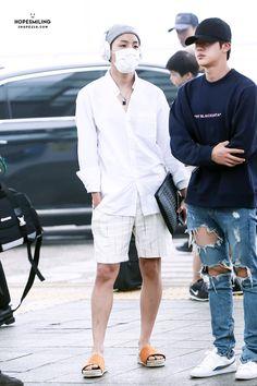 J-Hope e Jin no Aeroporto de Incheon, à caminho de Manila, Filipinas [010517]