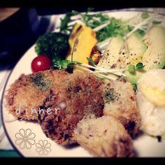 コロッケ 白菜サラダ 付け合わせ野菜たち 大根の味噌汁  お肉の存在感なコロッケ。 大好きなレシピです(⑅ ॣ•͈ᴗ•͈ ॣ) 揚げ物最高 - 36件のもぐもぐ - まるでお肉屋さんのコロッケ。 by kurinayoshlBu