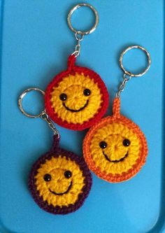 These adorable crochet accessory keychains make me smile. Cute Smiley Keyring – … These adorable crochet accessory keychains make me smile. Cute Smiley Keyring – Media – Crochet Me Diy Crochet Projects, Crochet Diy, Crochet Gifts, Crochet Motif, Crochet Flowers, Crochet Patterns, Crochet Ideas, Crochet Bookmark Pattern, Crochet Bookmarks