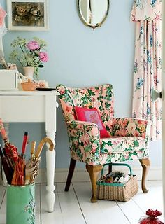 Shabby chic living room decor ideas, inspiration and photos with shabby chic furniture, paint colors, home decor accessories, fabrics and textures for the ultimate living room. Shabby Chic Decor Living Room, Shabby Chic Bedrooms, Shabby Chic Homes, Shabby Chic Furniture, Floral Furniture, Patterned Furniture, Painted Furniture, Patterned Chair, Bedroom Decor