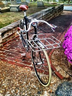 Swoopy Soma Lautawasser Bars on this elegant bike. Velo Retro, Speed Racer, Old Bikes, Vintage Bicycles, Restoration, Hand Sewn, Cycling, Yard, Orange