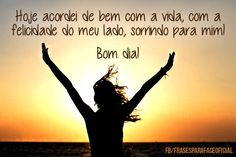 Hoje acordei de bem com a vida, com a felicidade do meu lado, sorrindo para mim! Bom dia! (...) https://www.frasesparaface.com.br/hoje-acordei-de-bem-com-a-vida-com-a-felicidade/
