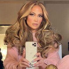 Honey Brown Hair, Honey Blonde Hair, Brunette Hair, Brown Hair With Blonde Highlights, Hair Highlights, Jennifer Lopez Hair Color, Jennifer Lopez Makeup, Edgy Short Hair, Hair Color Caramel