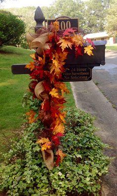 Best Fall Yard Decor Ideas and Designs (Pumpkins, Leaves) For 2019 besten Herbst Yard . Fall Mailbox Decor, Fall Yard Decor, Fall Home Decor, Mailbox Ideas, Mailbox Decorating, Porch Ideas, Fall Garland, Fall Wreaths, Garland Decoration