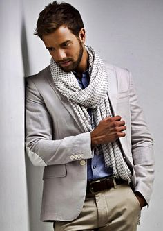 See Pablo Alborán pictures, photo shoots, and listen online to the latest music. Sharp Dressed Man, Well Dressed Men, Black Dandy, Business Casual Attire, Mens Attire, Fine Men, Gentleman Style, Sport Coat, Dress To Impress