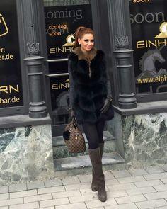 Baden Baden ist voller Einhörner 🦄💕😀die Weste bekommt ihr bei @jcaasilondon 😘 #hello#january#2017#newyear#happy#me#badenbaden#unicorn#einhornbar#picture#blackbrown#mystyle#russain#russianstyle#winterfashion#fashion#fashionstyle#pretty#lady#picofthenight#ootd#womanstyle#classy#instapic#pferdeschwanz#pradastiefel#louisvuittonbag#moskow#germany