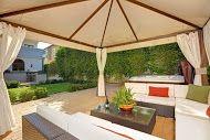 Home living extends to the backyard in this incredible Santa Monica villa!