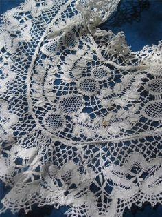 Beautiful Frilly Antique Handmade Bedfordshire Bobbin Lace Collar Fichu | eBay