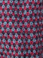 Som hovedregel er vævestrik karateriseret af at være mønsterstrik i farver. Der anvendes dog kun én farve garn pr. pind. Mønsterne opstår ve...