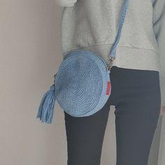 드디어!!!! 거의 한달이 걸린것만 같은 ㅜㅠ 탬버린백을 완성했습니다!!! 봄처럼 여리여리한 하늘색으로 떳... Crochet Tote, Love Crochet, Crochet Hooks, Finger Knitting, Fashion Project, Crochet Clothes, Household Items, Saddle Bags, Purses And Bags