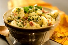 A Potato Salad is one of Germany's traditional dishes. Learn here how to make the perfect German Potato Salad. Vegetarian Recipes, Cooking Recipes, Green Salad Recipes, Shawarma, Potato Recipes, Hummus, Potato Salad, Side Dishes, Stuffed Peppers