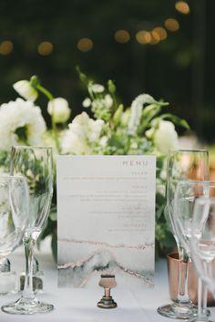 simple wedding menu | Photography: onelove photography
