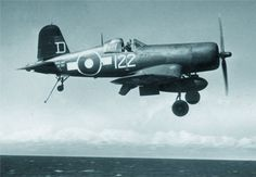 Royal Navy Corsair (FAA - Fleet Air Arm) from HMS Colossus. The vertical white line between the two is to show the pilot, when dismounting, where the foot step is - out of view from the cockpit because of the curvature of the fuselage. Navy Aircraft, Aircraft Photos, Ww2 Aircraft, Aircraft Carrier, Military Aircraft, Fighter Pilot, Fighter Jets, Fighter Aircraft, Photo Avion