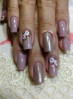 39 Ideias de Unhas Decoradas com Flores Manicure Nail Designs, Classy Nail Designs, New Nail Designs, Winter Nail Designs, Manicure And Pedicure, Love Nails, Pretty Nails, My Nails, Floral Nail Art