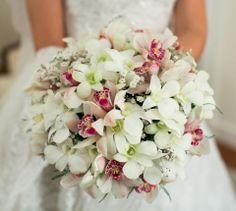 Buque | Buque branco e rosa | Bouquet | Pink Bouquet | White Bouquet | Pink Bridal Bouquet | Inesquecível Casamento | Noiva | Bride | Buquê de Noiva | Buque com Orquídeas | Buque de Orquídeas | Orchid Bouquet  Foto: Danilo Siqueira