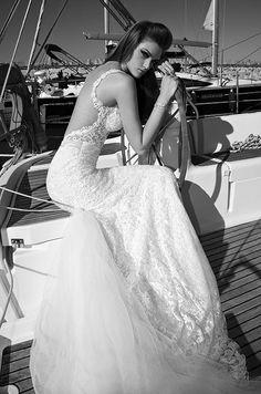 abiti da sposa in pizzo con la shiena scoperta
