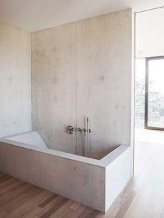 Statischer Balanceakt - Einfamilienhaus von Reuter Raeber Architekten in Basel
