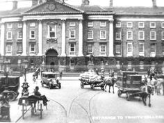 Old photo of college Green Old Pictures, Old Photos, Vintage Photos, Trinity College Dublin, Photo Engraving, Dublin City, Emerald Isle, Dublin Ireland, Book Of Life