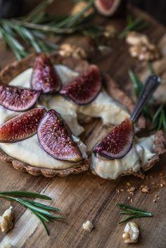 limoncello fig tart w walnut + rosemary crust Fig Recipes, Dessert Recipes, Fig Tart, Gula, Fresh Figs, Always Hungry, Sweet Tarts, Just Desserts, Food Processor Recipes