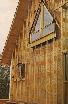 В 1985 году статья в журнале Harrowsmith признакам этот superinsulated дом, построенный Алан день и Сандра день в Альберте.  Оснащен R-40 Ларсен фермы стен, дом День достигли скорости утечки воздуха только 0,89 ach50.