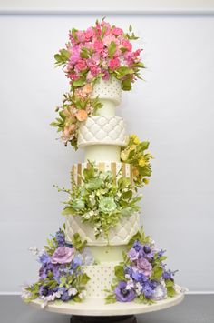 English cottage garden wedding cake for Garden Wedding ... #Budget wedding ideas for brides & bridesmaids, grooms & groomsmen, parents & planners ... https://itunes.apple.com/us/app/the-gold-wedding-planner/id498112599?ls=1=8 … plus how to organise an entire wedding, without overspending ♥ The Gold Wedding Planner iPhone App ♥