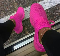 I need to know what kind of Nike these are. Also any color wi do. Cute Sneakers, Pink Sneakers, Sneakers Fashion, Fashion Shoes, Sneakers Nike, Presto Sneakers, Cheap Fashion, Fashion Men, Style Fashion