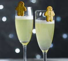 Gingerbread Bellini Capture all the flavours of the classic Christmas ginger biscuit in this simple Prosecco cocktail you can make in minutes – ideal for fuss-free festive entertaining Prosecco Cocktails, Festive Cocktails, Christmas Cocktails, Holiday Drinks, Christmas Recipes, Martinis, Christmas Catering, Christmas Canapes, Christmas Cocktail Party