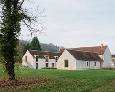 http://leibal.com/architecture/renovation-of-an-old-farm/