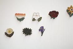 石本藤雄「布と陶に咲く花」、2010年に開催されたスパイラルでの展覧会から。Photo: Katsuhiro Ichikawa、Photos: coutesy of SPIRAL