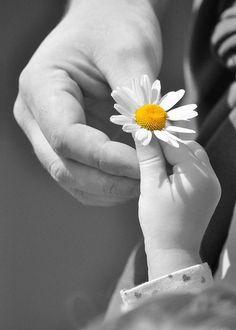 """""""Hasta un infante sabe lo que es el dolor, el infierno de la ausencia, la rasgadura en el alma, los defectos invisibles de su ser, la sonrisa eterna, la burla maliciosa."""