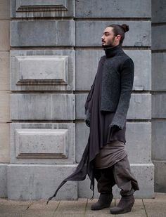 layering ragged oriental kind of Rawmence look. so fcking cool.  and the wind is sweeping the clothes....