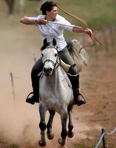"Horseback archery--so cool! Brings a new light to ""mounted shooting"". Beautiful Horses, Animals Beautiful, Mounted Archery, Equestrian Gifts, Katniss Everdeen, Mundo Animal, Horse Love, Horseback Riding, Horse Riding"