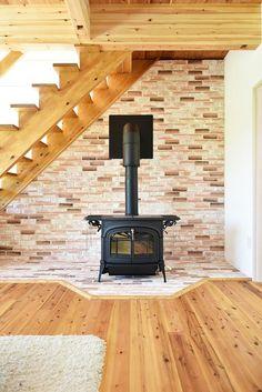 T-T house:自然に家族が集まる薪ストーブ。火が入るのが楽しみです。