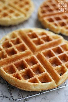 Recipes Waffles Use this Basic Waffle Recipe to stock your freezer with homemade frozen waffles. No buttermilk required, no need to whip the egg whites, just a few simple ingredients and you will never buy store-bought frozen waffles again! Waffle Mix Recipes, Best Waffle Recipe, Best Belgian Waffle Recipe, Classic Waffle Recipe, Pancake Recipes, Best Waffle Mix, Breakfast Recipes, Dessert Recipes, Pancake