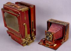 315: TWO LATE 19TH CENTURY CAMERAS : Lot 315