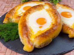 Khachapuri – o rețetă delicioasă din bucătăria tradițională georgiană! Georgian Food, National Dish, 30 Minute Meals, Melted Cheese, Avocado Egg, Brunch, Healthy Recipes, Healthy Food, Food And Drink