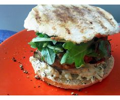 breakfast-sandwich-vegan-arugula-mushrooms