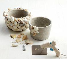 Aprovecha para recoger conchas y piedras bonitas a la orilla del mar y no sólo te llevarás un recuerdo único de tus vacaciones, sino que además podrás utilizarlas para decorar de forma original muchos rincones de tu casa.