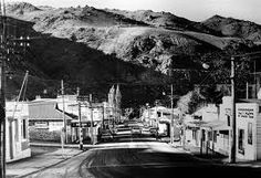 Looking down Cromwell's then main street, Melmore Tce, to the Clutha River in 1985, after the Clyde dam project had started but before many businesses had moved to the new Cromwell Mall. The bottom part of Melmore Tce was flooded when Lake Dunstan was formed.