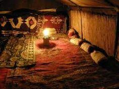 6 éjszakás nomád kalandtábor.  http://elmenybazis.hu/programcsomagok-2/nomad-kalandtabor-6-ejszakas
