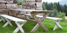 SOLIDE SAKER: Bordet og benkene er stødige og gode i bruk og vil holde i mange år selv med uimpregnerte materialer.