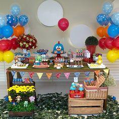 Esse foi o jardim da galinha  dos gêmeos  João e Augusto! Amei fazer essa festa!  Os doces eram da Luk Cupcake, o bolo um arraso da @couple_cakes e os balões da @sannypaula ! A Carlinha, mae deles e também da Maria Clara, é uma fooofa!!! Muito querida! Adorei!!! ❤ Espero que vcs gostem!! Obrigada @marirvalente  Foto @vaniamaiafotografia  #festadacris #festario #festainfantil #galinhapintadinha #festadagalinhapintadinha #festajardim #partydesign #partyideas