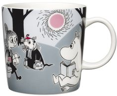 "Arabia's mug ""Adventure move"" (Seikkailu muutto) with elegant shape and kind motif from the Moomin world. Charming pottery from Finland. Secure payments and worldwide shipping within 24 hours. Moomin Shop, Moomin Mugs, Les Moomins, Moomin Valley, Tove Jansson, New Adventures, Finland, Illustrator, Pottery"