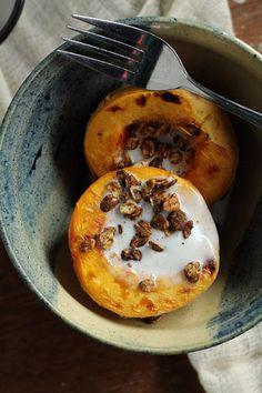 Pêssego assado com leite de coco e gengibre