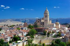 Billede af katedralen i Spanien Segovia katedral Byens tempelhuse Hus Hus Madrid Tours, Ronda Spain, Valencia City, Dome Of The Rock, Puzzle Of The Day, City Wallpaper, City Illustration, Spain And Portugal, Building Exterior