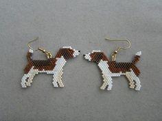 Beaded Beagle Earrings van DsBeadedCrochetedEtc op Etsy