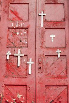 Cr○§§es ✠ - 6 Crosses Red Door