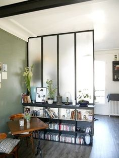 Lav dig et værksted baldakin uden at bryde banken - Tony Ball Living Room Inspiration, Interior Inspiration, Room Deviders, Tiny Apartments, Buying A New Home, Piece A Vivre, Apartment Living, Small Spaces, Living Spaces